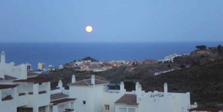 luna llena frente a la terraza