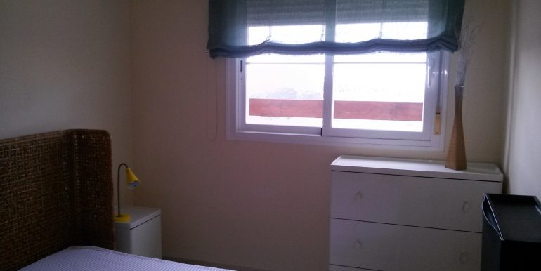 dormitorio  colchón latex y televisión